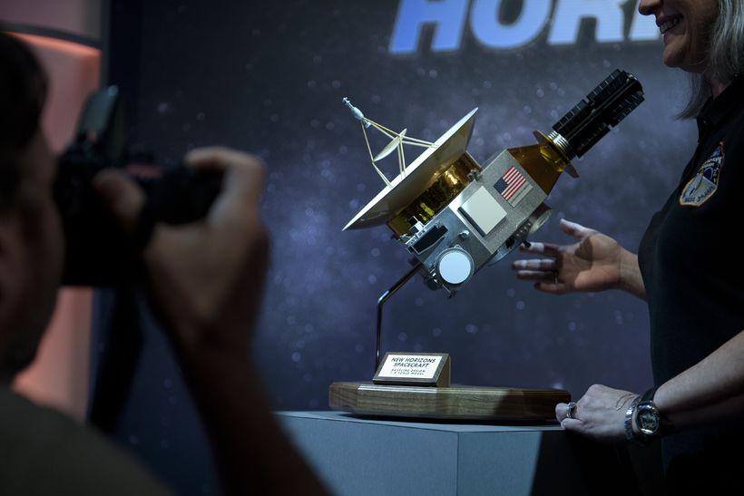 Líkan af New Horizons í Johns Hopskins-háskóla.