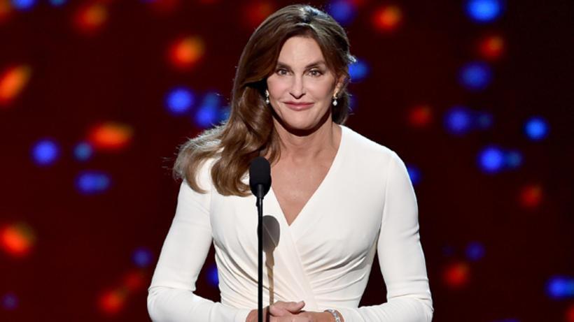 Caitlyn Jenner skein skært í hvíta kjólnum frá Atelier Versace.