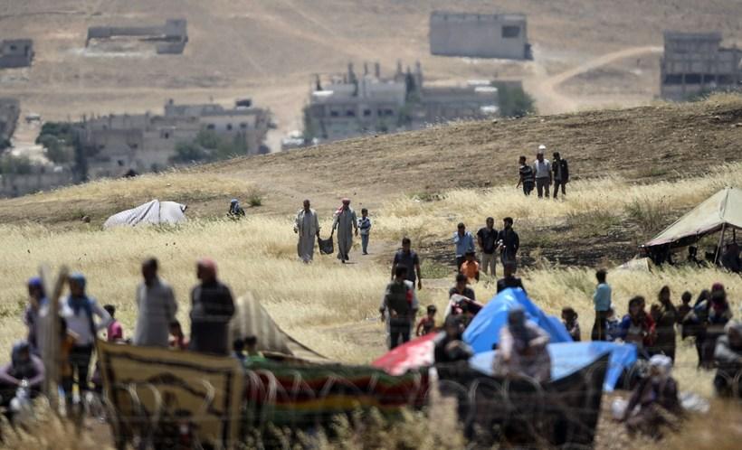 Syrian Kurds fleeing Kobane to cross the border into Turkey.
