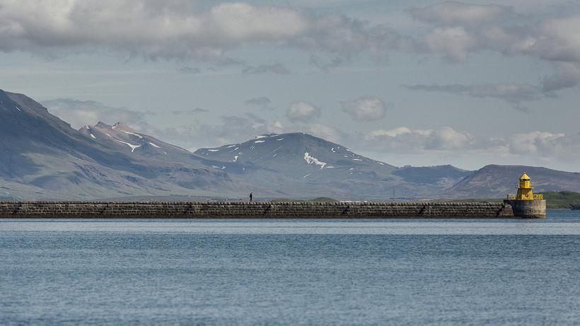 Maðurinn hafði verið að yfirfara vélbúnað bátsins, sem er opinn ...