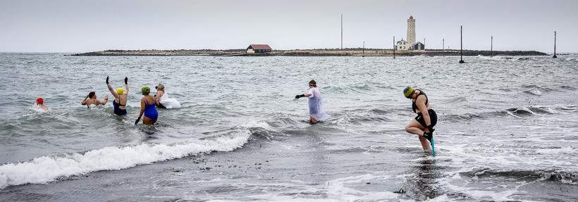 Sjósund við Gróttu á föstudaginn langa