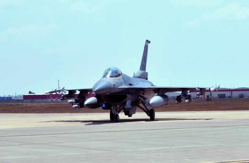 Bandarísk F-16 orrustuþota.