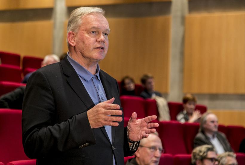 Hannes Hólmsteinn Gissurarson, prófessor í stjórnmálafræði, braut siðareglur HÍ.