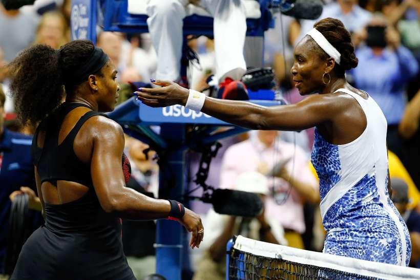 Serena Williams, til vinstri, og Venus Williams.