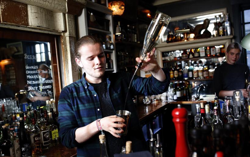 Cocktail bartender Finnbogi Jónsson.