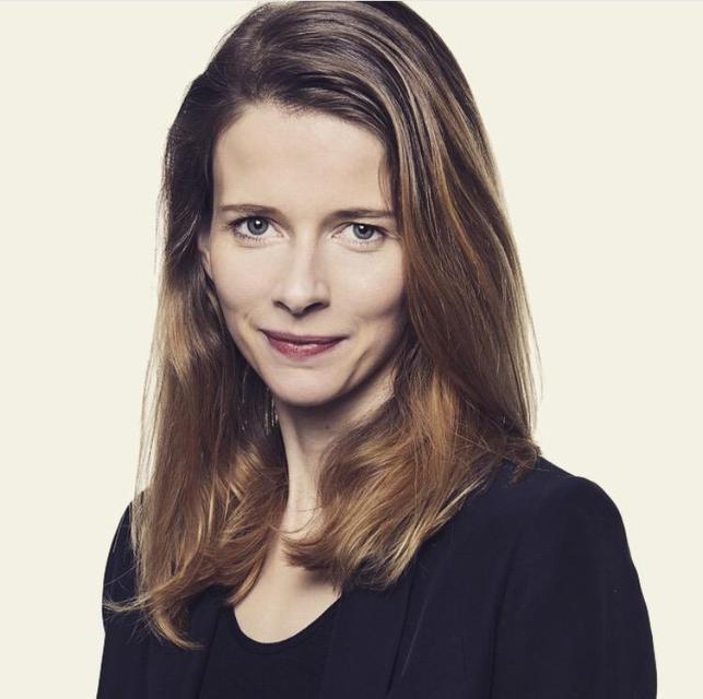 Heiða Kristín Helgadóttir og Oliver Luckett standa á bak við …
