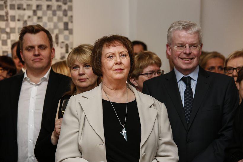 Agnes M. Sigurðardóttir er hér fyrir miðju.