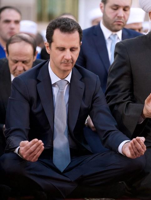 Bashar al-Assad Sýrlandsforseti við morgunbænir í Damaskus.