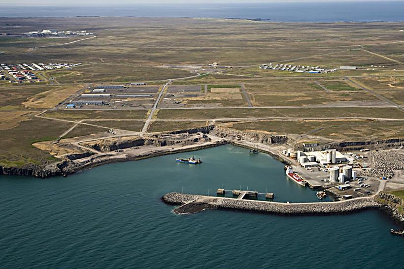 Uppbygging í Helguvík hefur verið kostnaðarsöm. Reykjanesbær er nú að ...