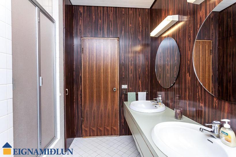 A palisander panelled bathroom.