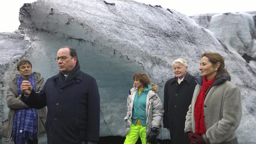Hollande gaf sér tíma til að ræða við fjölmiðla.