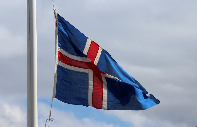 Sá siður að flagga í hálfa stöng við andlát er ...