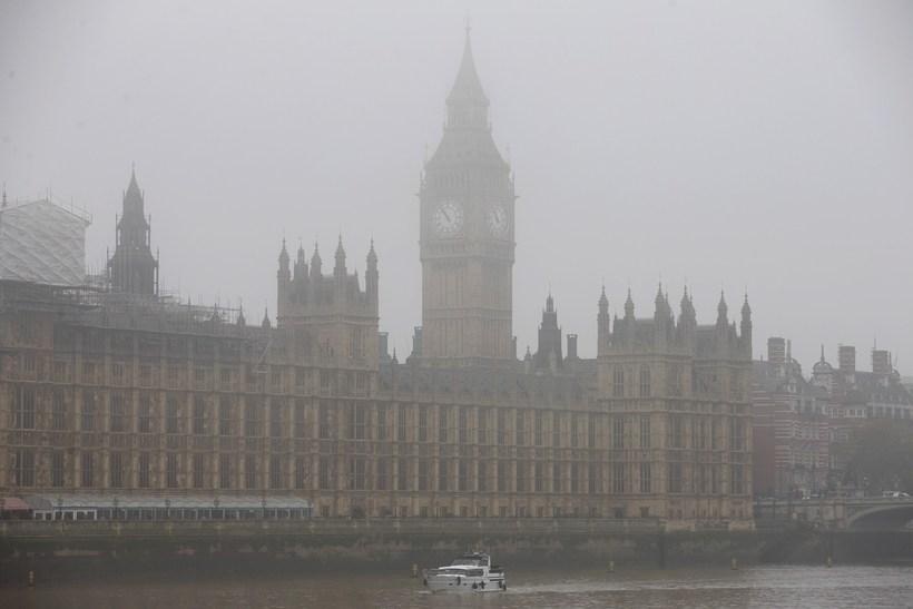 Útsýni er takmarkað London þessa dagana vegna þoku og mengunar.