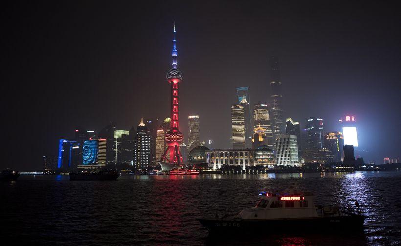 The Oriental Pearl TV Tower í Sjanghaí.