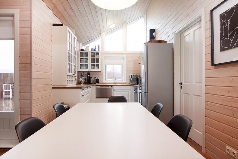 The spacious open kitchen.