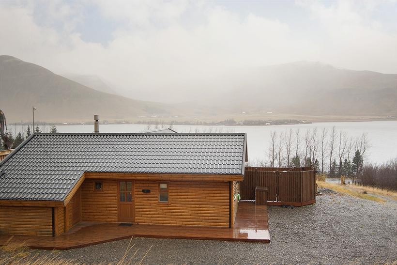 The cottage is located in popular nature spot Meðalfellsvatn lake, ...