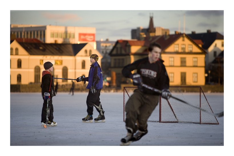 Ice hockey practice on Lake Tjörnin.