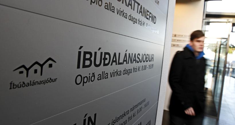 Íbúðalánasjóður sendi greiðslukröfu vegna leiðréttingarinnar til viðskiptavina.