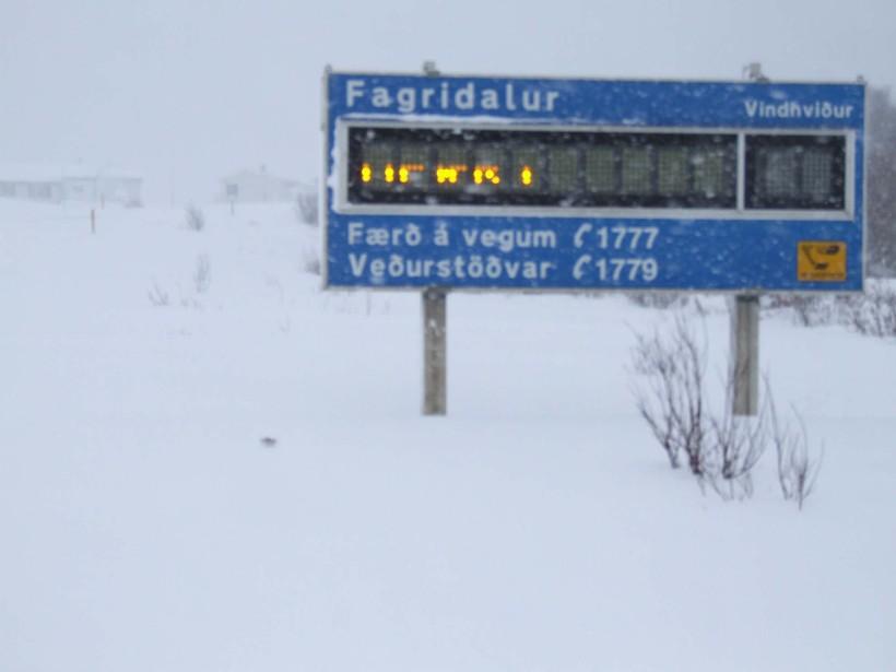 Ófært er um Fagradal og einnig um Fjarðarheiði.