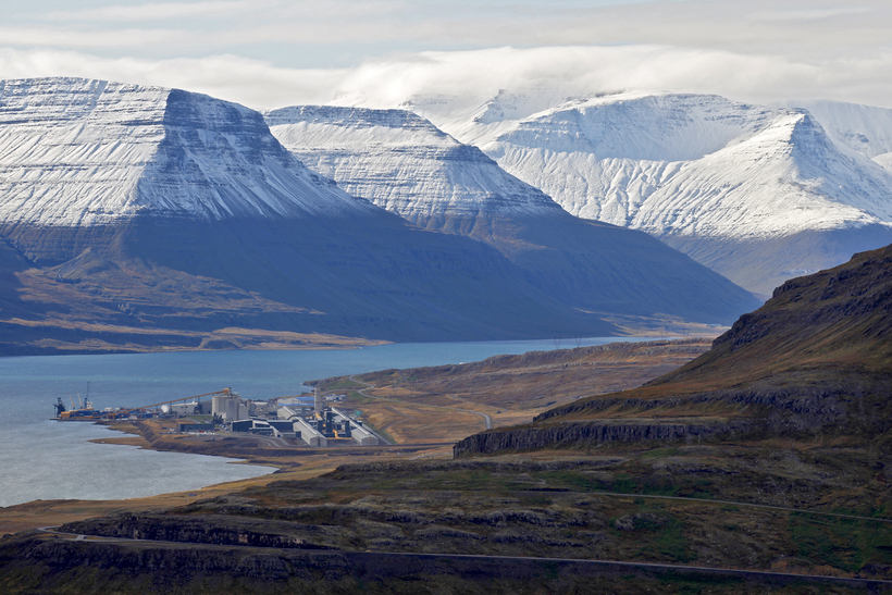 Fyrirtækið rekur sjókvíaeldi í Reyðarfirði.