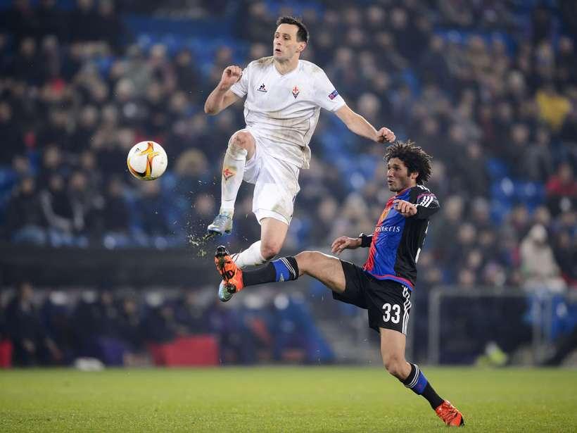 Mohamed Elneny, til hægri, í leik með Basel gegn Fiorentina ...