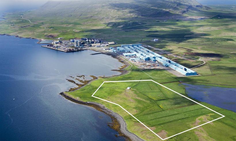 Loftmynd af Grundartanga þar sem væntanlegt athafnasvæði Silicor er afmarkað.