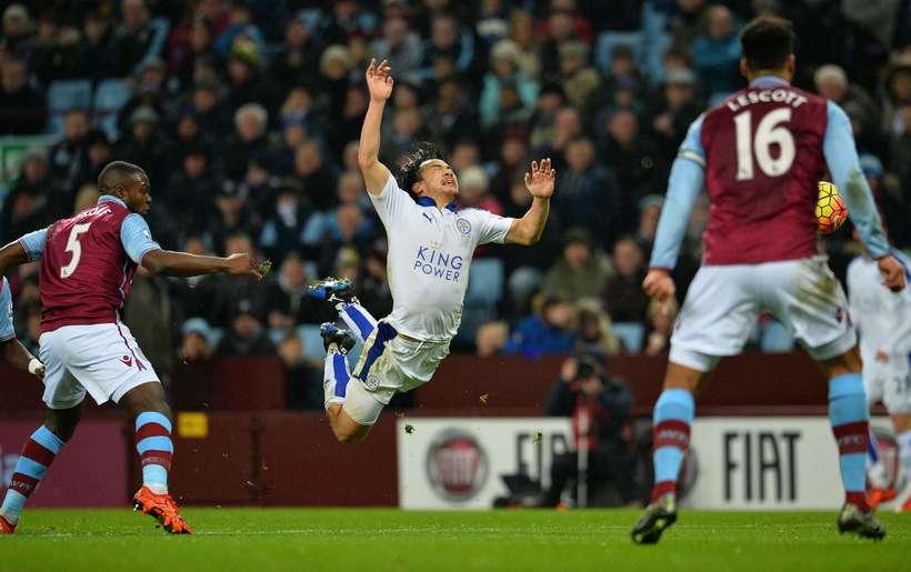Markaskorarinn Shinji Okazaki hjá Leicester fær flugferð í dag.