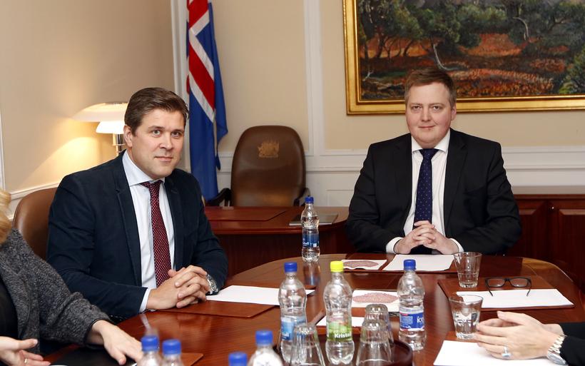 Benediktsson, together with Icelandic Prime Minister Sigmundur Davíð Gunnlaugsson.