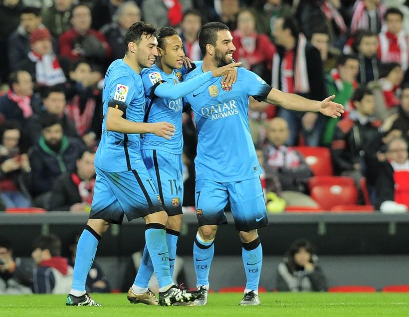 Neymar, Munir El Haddadi og Arda Turan fagna marki Neymar ...