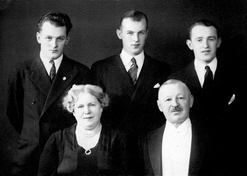 Tryggvi Jóakimsson og Margarethe Häsler ásamt sonum sínum, Aðalbirni, Felix ...