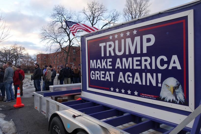Fólk er mætt á fjöldafund Trump í Iowa.