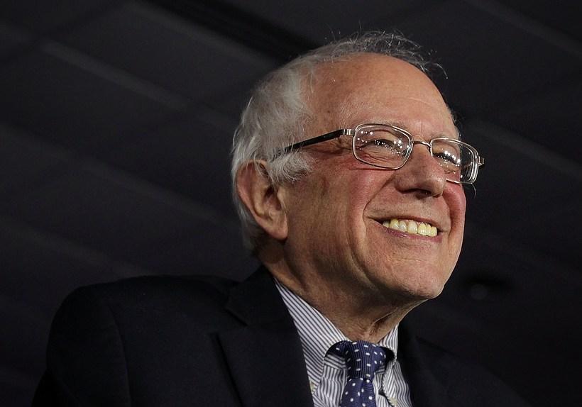 Kannanir hafa sýnt Sanders með tveggja tölustafa forskot á Clinton.