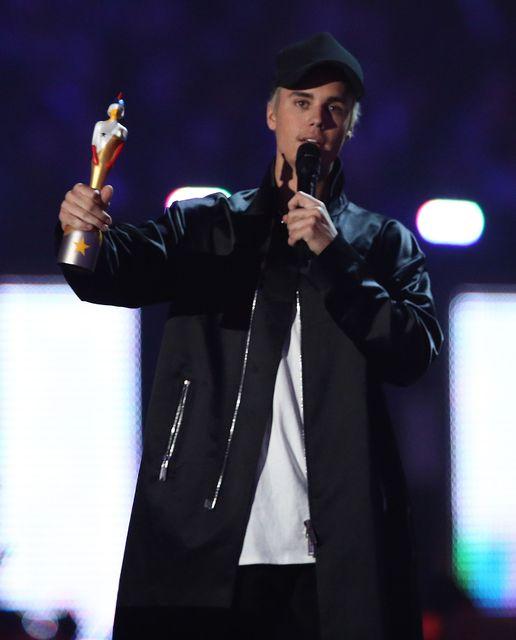 Justin Bieber fékk verðlaun í kvöld.