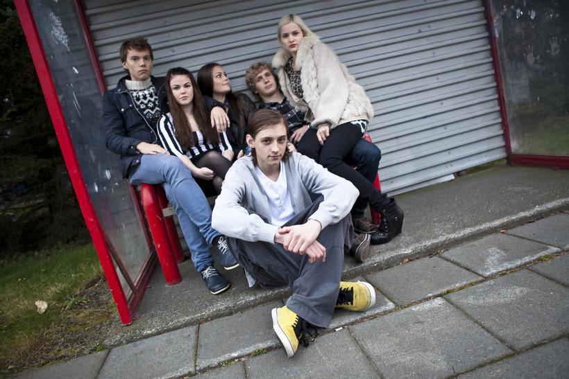 Atli ásamt leikhópnum í Óróa, stutt fyrir frumsýningu haustið 2010.