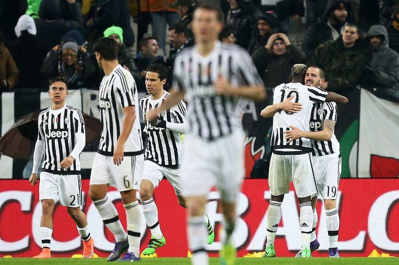 Liðsmenn Juventus fagna marki í kvöld.