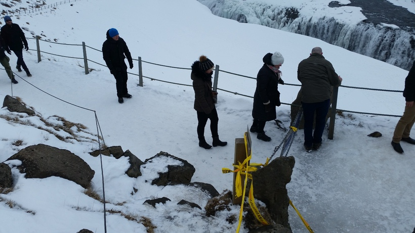 The photographs show tourists removing police tape and crossing the ...