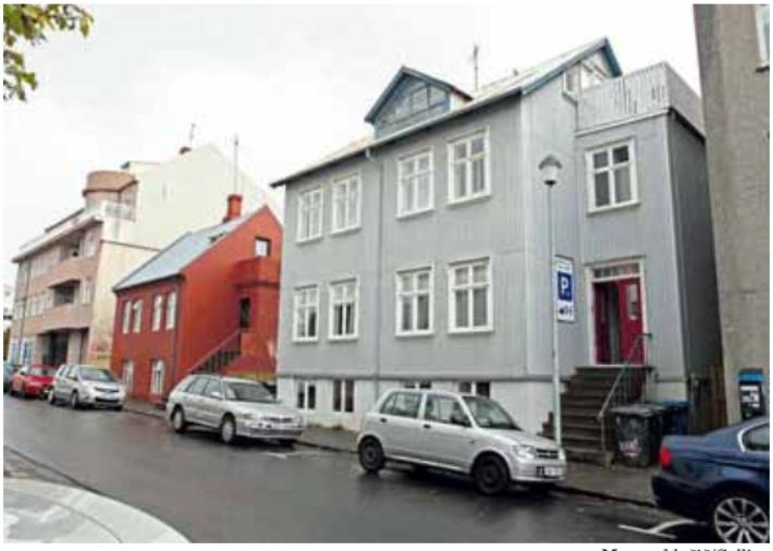 Rauða húsið er Grettisgata 4. Það verður rifið.