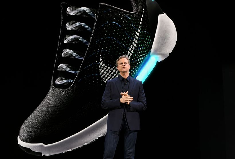 Forstjóri Nike, Mark Parker, kynnir nýja reima-kerfið í dag í ...