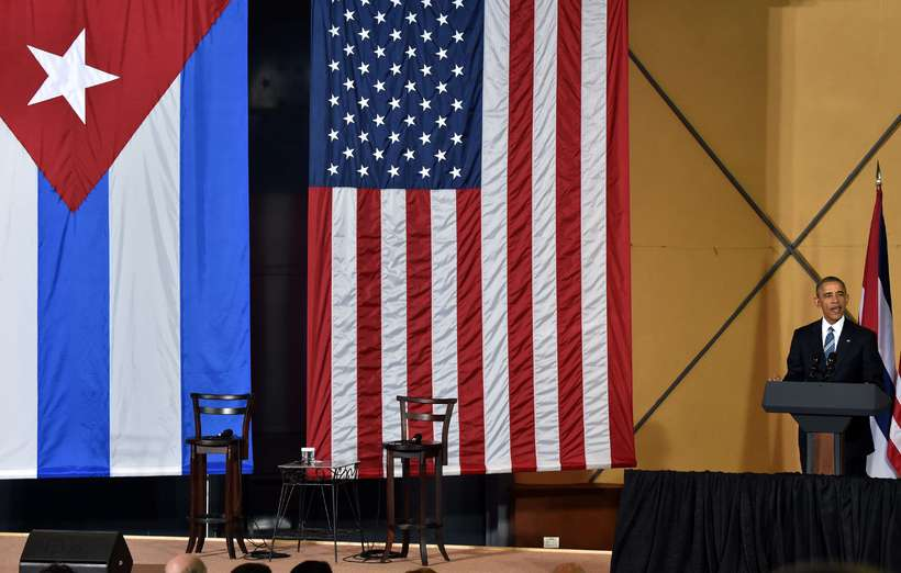 Barack Obama ræðir við blaðamenn í Havana í dag.