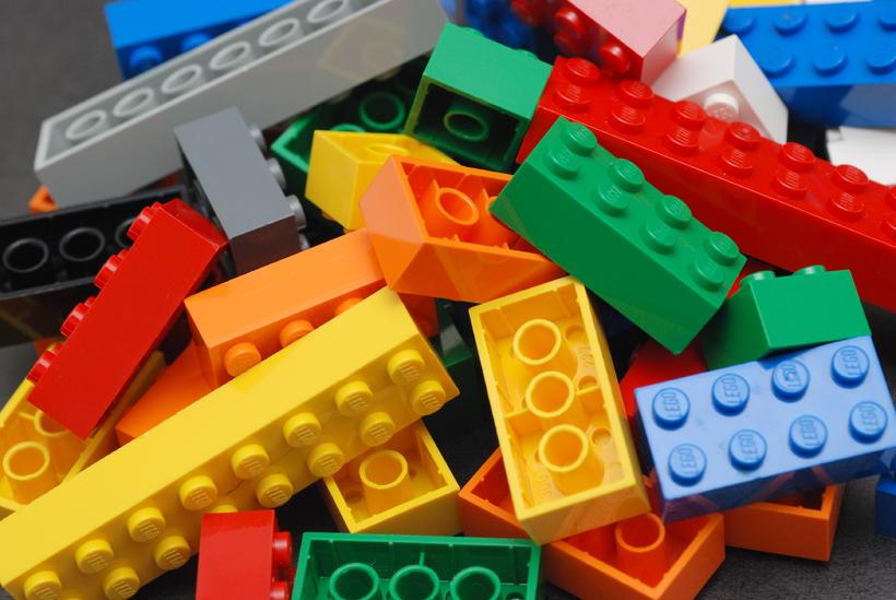 Leikfangaframleiðandinn Lego vinnur nú hart að því að framleiða sjálfbæra …