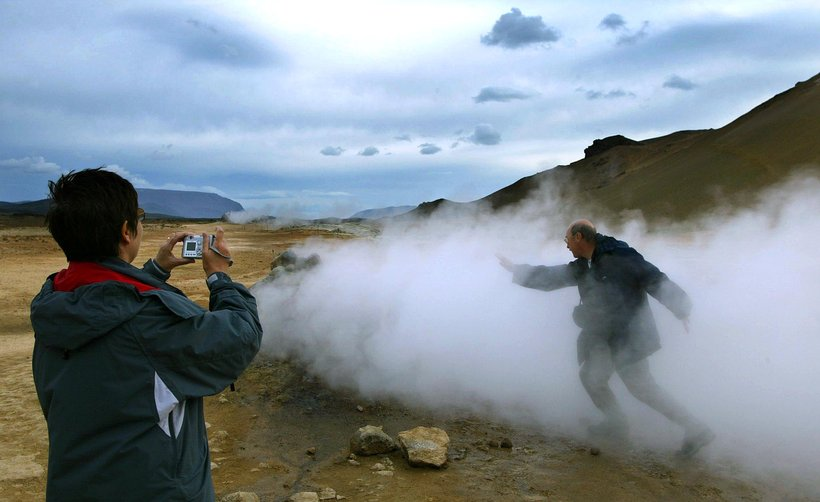 The geothermal area of Námaskarð in North Iceland is a ...
