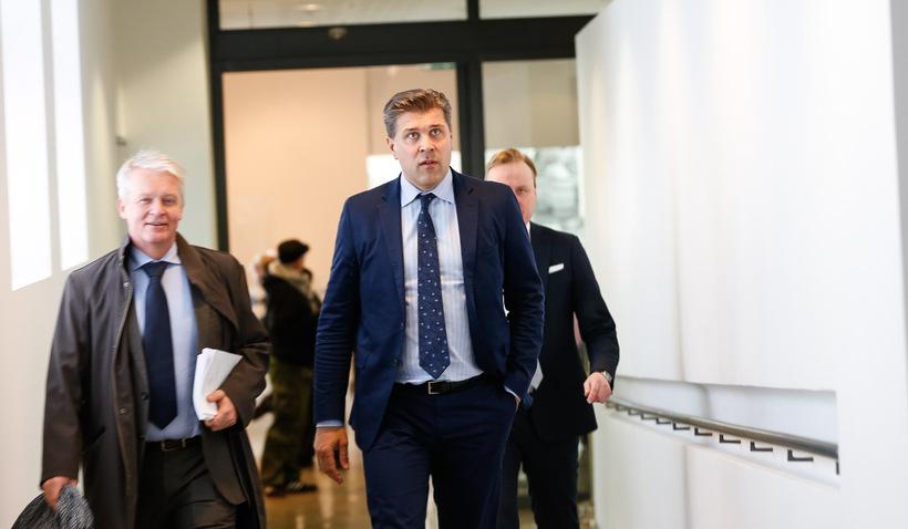 Bjarni Benediktsson, fjármálaráðherra, mætir til blaðamannafundar í dag.