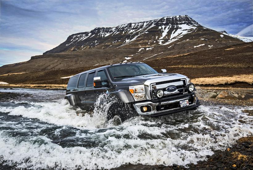 Afbeeldingsresultaat voor iceland jeep