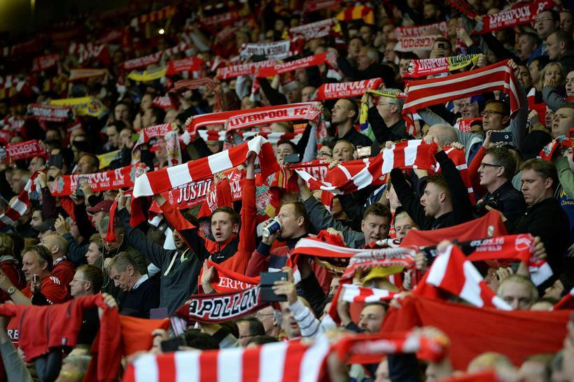 Stuðningsmenn Liverpool á Anfield í gær.
