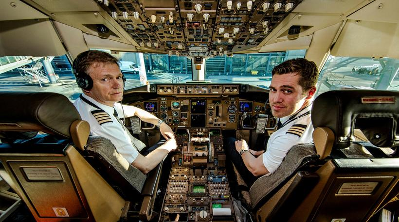 Captain Hilmar Baldursson and First Officer Árni Árnason.