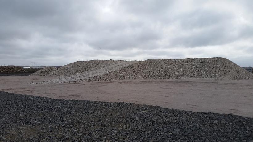 5.775 tonn af steintegundinni kvars.