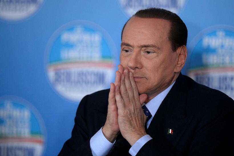 Silvio Berlusconi fékk skurð í vörina og var saumaður á ...