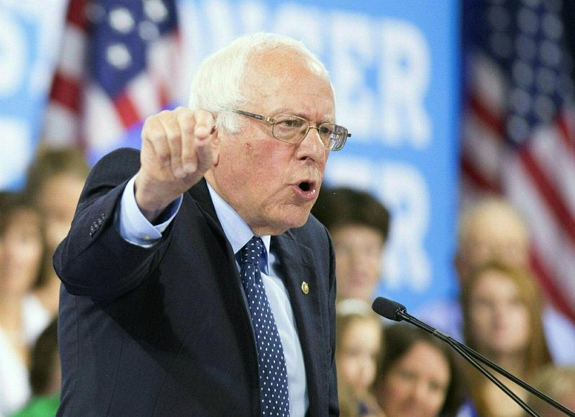 Bernie Sanders hafði lengi sakað flokksstjórnina um hlutdrægni.