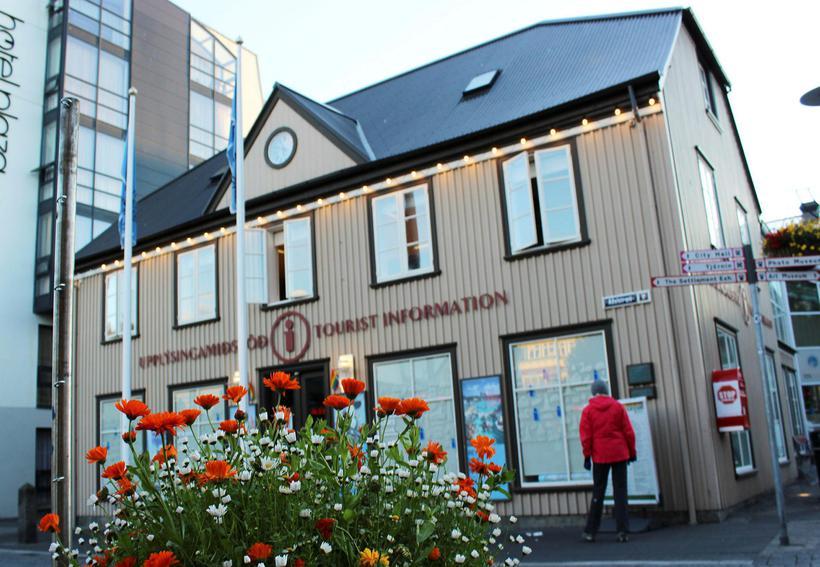 Iceland Travel Assistance rak upplýsingamiðstöð í Aðalstræti.