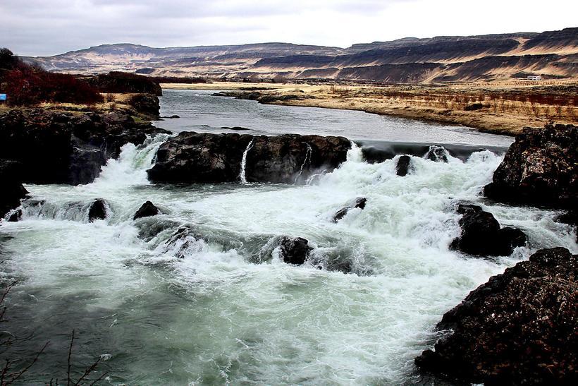 Séð af útsýnispallinum við Glanna. Á sumrin er hægt að ...